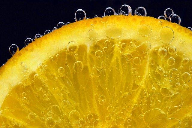 savons et huile essentiel orange